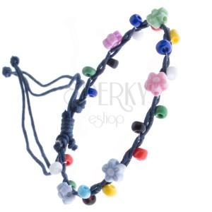Pletena narukvica - tamnoplava s perlicama u boji, cvijeće