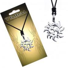 Crna ogrlica - špagica, privjesak s plemenskim simbolom, sunce