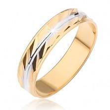 Prsten zlatne boje sa dijagonalnim usjecima i srebrnim centralnim usjekom