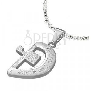 Čelični privjesak srebrne boje, polovica srca sa križem i natpisima