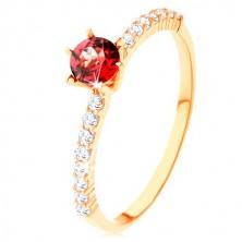 Prsten od 9K žutog zlata, izbočeni crveni granat, prozirne cirkonske linije
