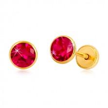 Naušnice od 585 žutog zlata - tamno ružičasti cirkon u postolju, dugmad sa vijkom, 5 mm