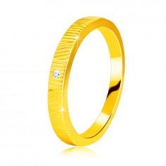 Dijamantni prsten od 14K žutog zlata - fini urezi, prozirni briljant, 1,3 mm